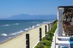 Playa de Los Monteros junto al Club de Playa La Cabane