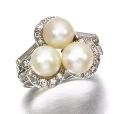 NATURAL PEARL AND DIAMOND RING Set with three button-shaped natural pearls, highlighted with brilliant-, single-cut and baguette diamonds