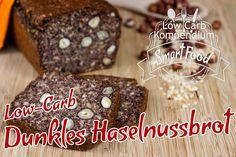 Low-Carb dunkles Haselnussbrot – Ein kräftiges Brot für alle, die sich Low-Carb ernähren und dabei eine gute Scheibe Brot genießen wollen.