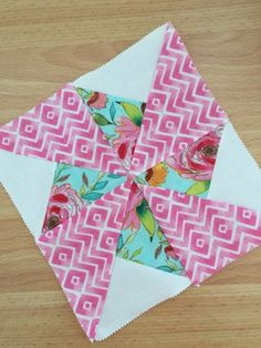 Pinwheels are a great visual aspect for any quilt – I recently shared a tutorial for a Two Coloured Pinwheel but today we are creating a Three Colour Pinwheel. The colour and pattern options for a three coloured pinwheel are endless – you can mix and… Quilting Templates, Quilting Tutorials, Quilting Projects, Quilting Designs, Sewing Projects, Sewing Ideas, Quilt Square Patterns, Pattern Blocks, Patch Quilt