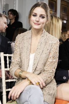 wow, look so fancy with this simple nude blazer Olivia Palermo - nude lace blazer Casual Dress Outfits, Mode Outfits, Trendy Dresses, Nice Dresses, Sporty Outfits, Fall Outfits, Kebaya Lace, Kebaya Dress, Casual Chic