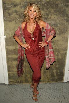 Christie Brinkley Medium Curls - Medium Curls Lookbook - StyleBistro