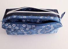 Photo de profil de le_petit_atelier_de_rachel Photo de profil de le.b.a.ba.de.bea Photo de profil de cecileprems Aimé par  cecileprems  et  50 autres personnes la_cabane_de_sandie Trousse zip zip modèle n°2 medium de @patrons_sacotin offerte dans une pochette de @api_dodynette ! Tissus : un denim bleuté avec petites fleurs de mon stock. Un voile de coton d'inspiration japonaise fleuri bleu aussi de chez @diffuslainetissus Gradignan / @bemercerine ! La destinataire est à priori ravie ! #tro