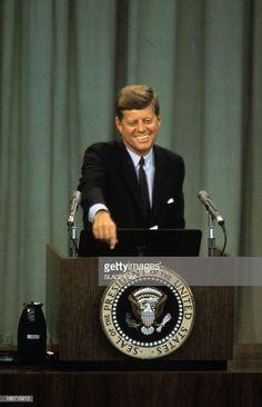 Press Conference Of President John Fitzgerald Kennedy In Washington. Los Kennedy, John Kennedy Jr, Jfk Jr, Jacqueline Kennedy Onassis, London History, Us History, History Books, Familia Kennedy, American Presidents