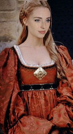 Princess Elizabeth (Freya Mavor) from the White Queen series. Dress looks like the one Marguerite (Megan Dodds) wore in Ever After Costume Renaissance, Renaissance Dresses, Medieval Costume, Medieval Dress, Italian Renaissance, Freya Mavor, Elizabeth Of York, Princess Elizabeth, Medieval Fashion