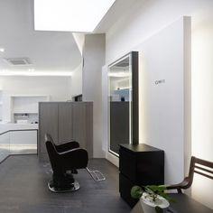 미용실 인테리어 스투디오올라 Salon Lighting, Hair Salon Interior, Living Room Chairs, Table, Furniture, Home Decor, Shop, Beauty Bar, Stuff Stuff