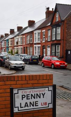 England Travel Inspiration - Penny Lane, Liverpool, England - Yes, the one the Beatles sang about! Foto Beatles, Les Beatles, Beatles Photos, Beatles Songs, George Harrison, Liverpool Home, Liverpool England, Ringo Starr, John Lennon