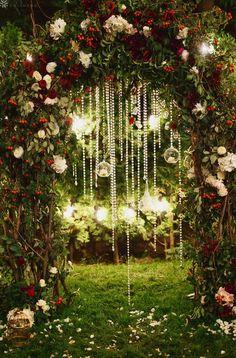 2021 Decor Trends: DIY Ideas for Rustic Wedding Arch Winter Wedding Arch, Wedding Arch Greenery, Wood Wedding Arches, Simple Wedding Arch, Wedding Arch Rustic, Floral Wedding, Christmas Wedding, Outdoor Wedding Backdrops, Diy Wedding Backdrop