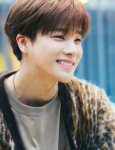 Handsome right? Yup i know ❤ Ikon Member, Kim Jinhwan, Ikon Debut, Taehyung, K Wallpaper, Popular People, Stylish Boys, Actors, Geisha