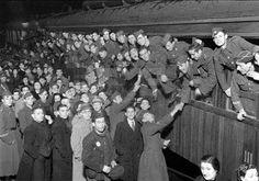 SALIDA DE LA DIVISION AZUL: Madrid, 28-2-1942.- Salida para Alemania de la II Escuadrilla Azul de la Estación del Norte. Efe/Vidal.