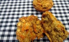These carrot and oat muffins are healthy and perfect for lunch boxes. We use apple sauce to sweeten these so they taste great but skip the sugar. Find more on Kidspot NZ Healthy Muffin Recipes, Healthy Muffins, Healthy Dinner Recipes, Lunch Box Recipes, Lunch Ideas, Oat Muffins, Easy Vegetarian Lunch, Sour Cream And Onion, Kids Meals