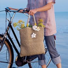 Un sac tricoté en ficelle / Knitted bag with string