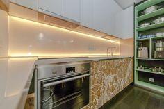 Konyha berendezés ötletek - panellakásban berendezett 11nm-es konyha, fehér, zöld és barna színekkel