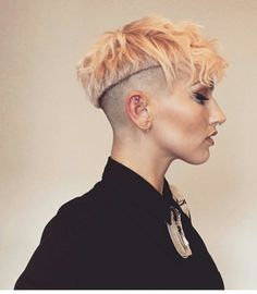 Bold undercut with hair dyed blond with faded on the sides Pixie Hairstyles, Cool Hairstyles, Pixie Haircuts, Shaved Hairstyles, Undercut Hairstyles, Short Hair Cuts, Short Hair Styles, Pixie Cuts, Hair Inspo