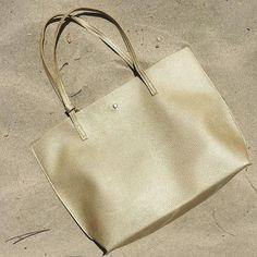 cartera-carteras-carteras de cuero-carteras de moda- carteras Peru-carteras Lima- carteras en oferta-handbags-bags-fashion bags-leather bags-PLUMSHOPONLINE.COM - REGRESO EN STOCK!!  Cartera Dorada GALILEA disponible AHORA en la tienda online de PLUM con envio GRATIS inmediato y pago contra entrega: http://ift.tt/2ygqi9T