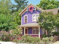Adorable Purple Victorian vacation rental in historic downtown Napa, California