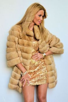 OUTLET ITALIAN FUR RUSSIAN SABLE COAT.