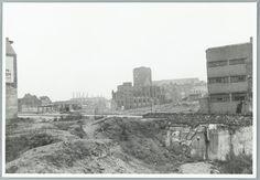 Oorlogs-schade Nijmegen. Verwoesting, gezien vanaf het einde van de Molenstraat naar de Markt. 8 augustus 1946.