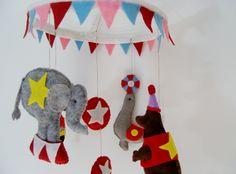 Circus baby crib mobile - sew in felt - DIY