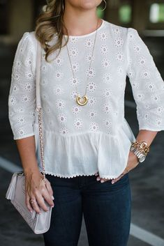 The the ruffles at the bottom of this blouse! Source by wensa – Hijab Fashion 2020 Blouse Styles, Blouse Designs, Hijab Fashion, Fashion Dresses, Hijab Stile, Casual Dresses, Casual Outfits, Eyelet Top, Blouse Dress
