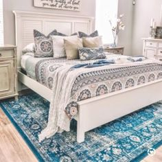 Pia Medallion Sham, Euro, Blau Multi At Pottery Barn - Bettwäsche - Quilts - Bedroom ideas - Holy Places Free Interior Design, Interior Design Services, Interior Decorating, Bedroom Sitting Room, Bedroom Decor, Sitting Rooms, Bedroom Ideas, Anthropologie Bedroom, Parlor Room