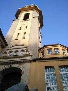 """Katholische #Kirche """"Zum Heiligen Kreuz"""" in #Auerbach im #Vogtland Kirchen, San Francisco Ferry, Building, Travel, Catholic, River, City, Viajes, Buildings"""