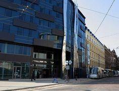Tallink Hotel - līdzās Centrālstacijai, pašā Rīgas centrā, tuvu Vecrīgai. 2010.gadā jaunuzbūvēta viesnīca, ļoti pieprasītas naktsmājas igauņu un somu ceļotājiem. Old Town, Street View, Modern, Top, Dinners, Old City, Trendy Tree, Crop Shirt, Shirts