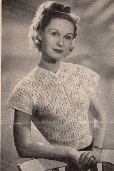 Vintage 1940s knitting pattern- pretty and delicate lace stitch jumper