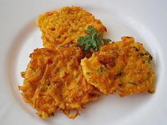 Z mléka, vejce, mouky, solamylu, koření a bylinek umícháme těstíčko.Dýni důkladně umyjeme, osušíme, rozkrojíme a vydlabeme semínka.Dýni... Modern Food, Vegetarian Recipes, Healthy Recipes, Home Food, Whole 30 Recipes, Food 52, Pumpkin Recipes, Food Inspiration, A Table