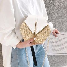 Sunny Days Straw and Tassel Bag (Multiple Colors) Sac Hermes Kelly, Crossbody Shoulder Bag, Crossbody Bag, Gifts For Your Sister, Straw Handbags, Round Bag, Purse Brands, Purse Styles, Beach Tote Bags