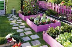 Живописная усадьба или огород, где приходится утомительно работать? Ответ зависит от того, что посадить… Без красивых цветов дачный участок теряет свою прелесть. Какие сорта неприхотливых растений вы…