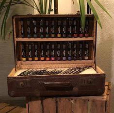 Malerkoffer Vintage Ich freue mich, den jüngsten Neuzugang in meinem #etsy-Shop vorzustellen: Malerkoffer Vintage Shops, Wine Rack, Etsy Shop, Home Decor, Vintage Suitcases, Craft Gifts, Handmade, Love, Tents