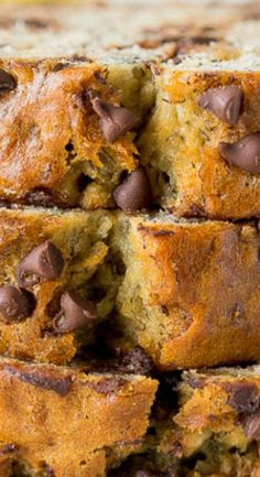 One Bowl Chocolate Chip Banana Bread (Chocolate Chip Bread) Easy Banana Bread, Chocolate Chip Banana Bread, Chewy Chocolate Chip Cookies, Chocolate Chip Recipes, Banana Bread Recipes, Banana Bread Muffins, Chocolate Cake, Super Moist Banana Bread, Quick Bread