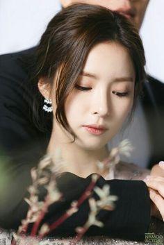 申世景Shin Sekyung/ Korean Actresses, Korean Actors, Korean Beauty, Asian Beauty, Shin Se Kyung, Singer Fashion, Korean Girl Fashion, Portraits, Korean Model