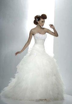 Robe de mariée Iseult Hervé Mariage Wedding Inspiration, Wedding Ideas, One Shoulder Wedding Dress, Marie, Occasion, Wedding Dresses, Articles, Style, Body