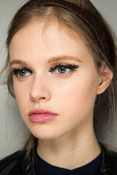 Paint on black liner lashes #Backstage at Fendi's #AW15 #MFW show. http://www.siempre-lindas.cl/