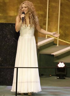 Shakira performs John Lennon's Imagine for Pope at UN General Assembly #dailymail