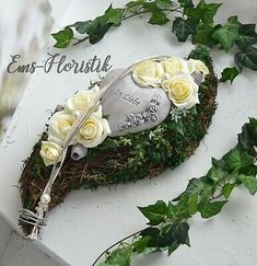 Find top offers for Grabgesteck Alllerheiligen Geden … – Garden Ideas Greetings Images, Cemetery Flowers, Remembrance Day, Funeral Flowers, Valentine's Day Diy, Beauty Bar, Ikebana, Door Wreaths, Valentine Day Gifts