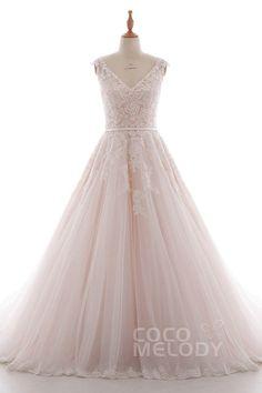 Neuestes Brautkleid mit V-Ausschnitt und natürlicher Kapellenschleppe aus Spitze und Tüll, ärmellos mit Schlüsselloch Rücken mit Applikationen, Perlen und Schärpe. LD4395