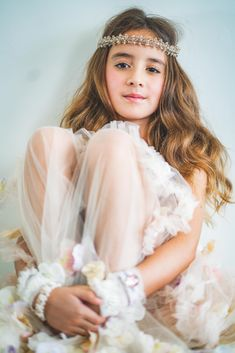 The Cluster of Diamonds crystal hair garland by Sienna Likes to Party, the destination for boho inspired hair accessories for children. Occasion Wear Dresses, Barefoot Wedding, Hair Garland, Luxury Girl, Flower Girl Hairstyles, Wedding With Kids, Girls Accessories, Garlands, Gorgeous Hair