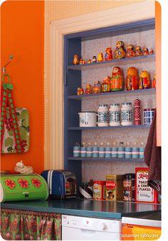 Susannan Työhuone - päiväkirja vanhalta rautatieasemalta: Maustehylly = maatuskahylly Liquor Cabinet, Bookcase, Shelves, Storage, Furniture, Home Decor, Purse Storage, Shelving, Decoration Home