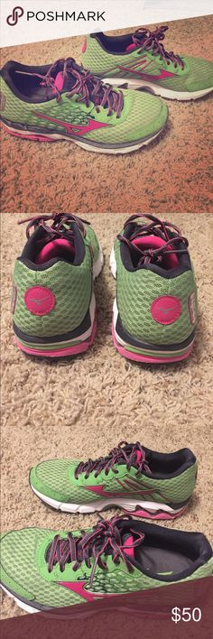 Mizuno Running Shoes Excellent Condition Size 8, excellent condition, hardly worn! Mizuno Shoes Athletic Shoes