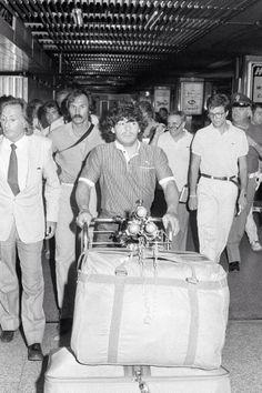 El 24 de julio de 1984, día en que Maradona dejó el FC Barcelona para fichar por el SSC Napoli. Acá, en el estadio Leonardo Da Vinci, de Roma. Su despedida como barçargentino.