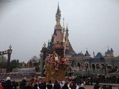 Un Noël 2012 sous le signe de la crise à Disneyland Paris ? Chronique de la première journée de la saison.