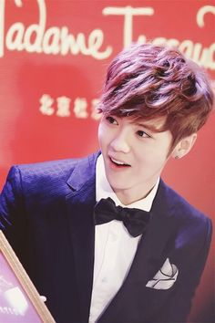 Exo Luhan Looks Cute.*