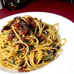 Spaghetti with Sun-dried Tomatoes - Pickled Plum Food And Drinks Easy Asian Recipes, Italian Recipes, Great Recipes, Favorite Recipes, Ethnic Recipes, Recipe Ideas, Yummy Recipes, Dinner Recipes, Yummy Food