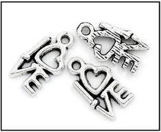 Breloques coeurs - UNE HISTOIRE DE MODE Charm Jewelry, Fine Jewelry, Wholesale Jewelry, Love Heart, Gemstone Jewelry, Pendants, Letters, Gemstones, Silver