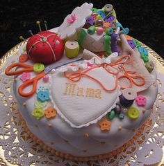 sewing themed cake ~ fabulous!