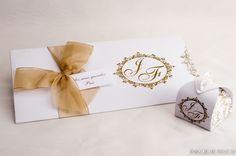 convites reais, festas de sucesso: CASAMENTO    Lindo convite nas cores clássicas branco e dourado e laço de organza dourado para dar um toque especial. A lembrancinha foi um tradicional doce bem-casado em uma embalagem personalizada no mesmo estilo do convite, tudo em perfeita sintonia. Parabéns ao casal Juliana e Felipe!!!!!!!  (festa dia 22 de outubro de 2016, Rio Grande-RS)    #casamento #festas #inkgraffestas #convites #perfeitos