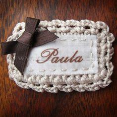 Etiqueta ganchillo personalizada con nombre Inspiración ❥Teresa Restegui http://www.pinterest.com/teretegui/❥